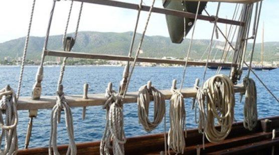 Klassischer Segelschiff –  Zweimaster