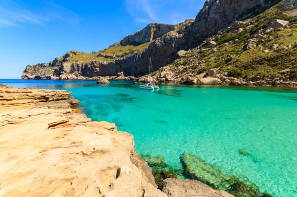 Turquoise sea of beautiful Cala Figuera bay, Majorca island