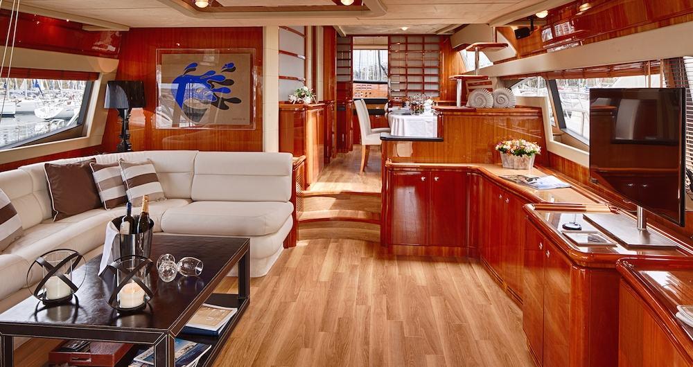 Motor-Yacht-AMOR-Salon-forward-view-1