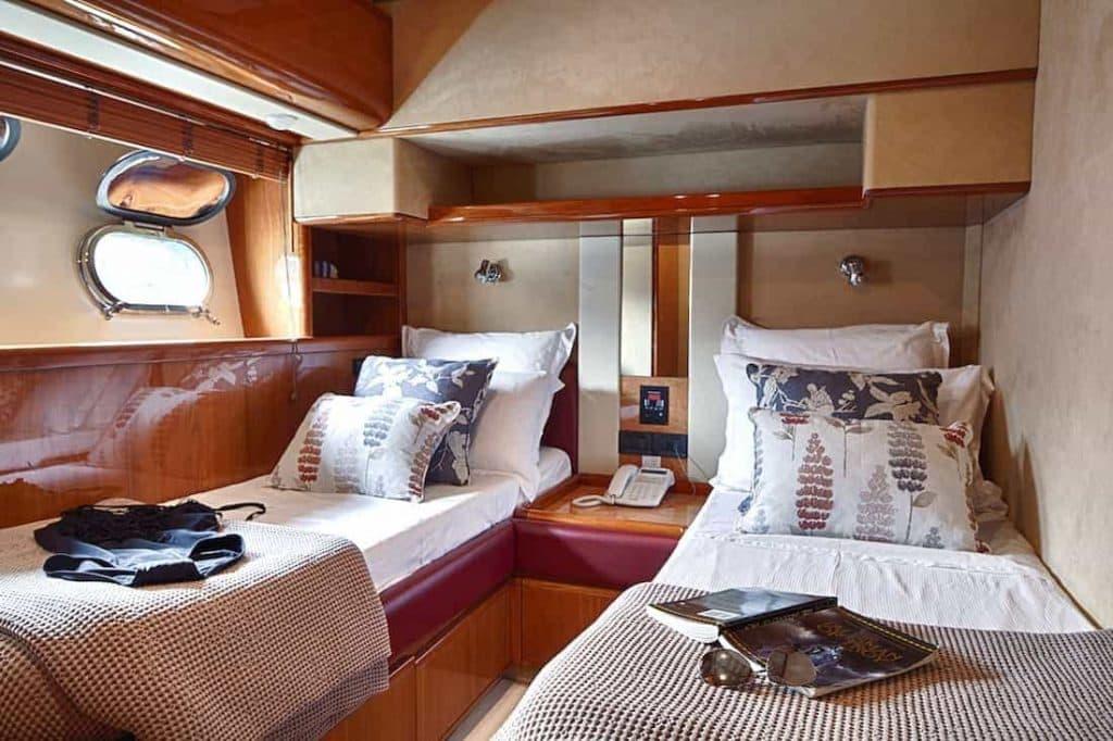 Motor-Yacht-AMOR-Twin-cabin-2-2