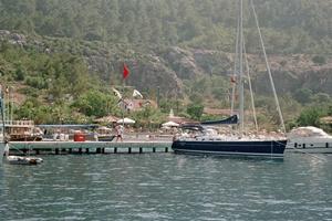 Türkische_Küste_Yacht_am_Steg_Bucht_von_Marmaris
