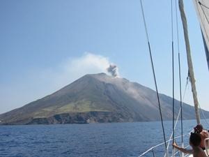Sicilia_volcano_stromboli