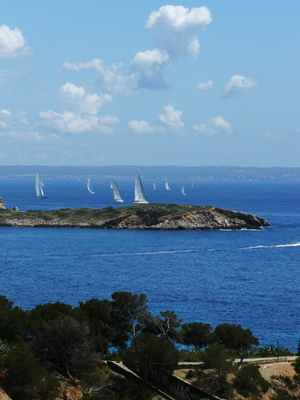 Yacht_charters_Mallorca-Bay_of_Palmak_(1).jpg