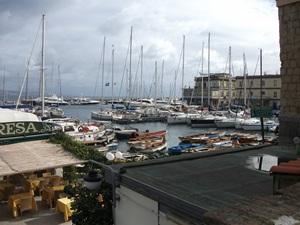 Yachtcharter-Neapel-Yachthafen.jpg