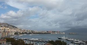Yachtcharter-Golf_von_Neapel.JPG