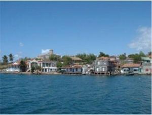 Yachtcharter Kuba - Häuser am Meer