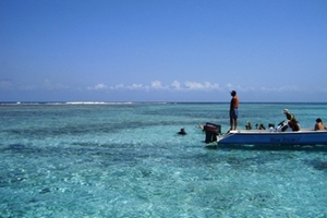 Union_Island_Dinghy_at_reef