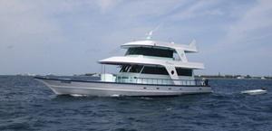 yate de motor para bucear en las maldivas